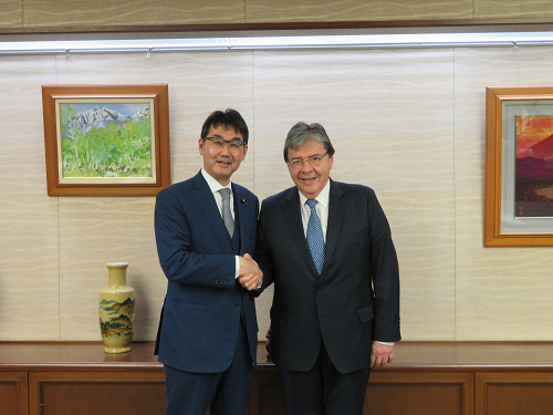 October 23, 2019 Justice Minister Kawai received a courtesy call from the Minister of Foreign Affairs of Colombia.