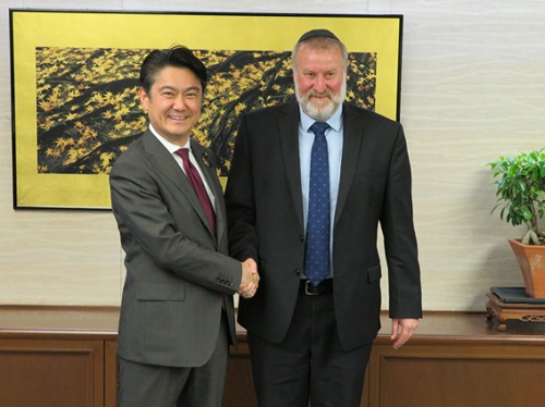 May 14, 2019 Justice Minister Yamashita received a courtesy call from the Attorney General of Israel