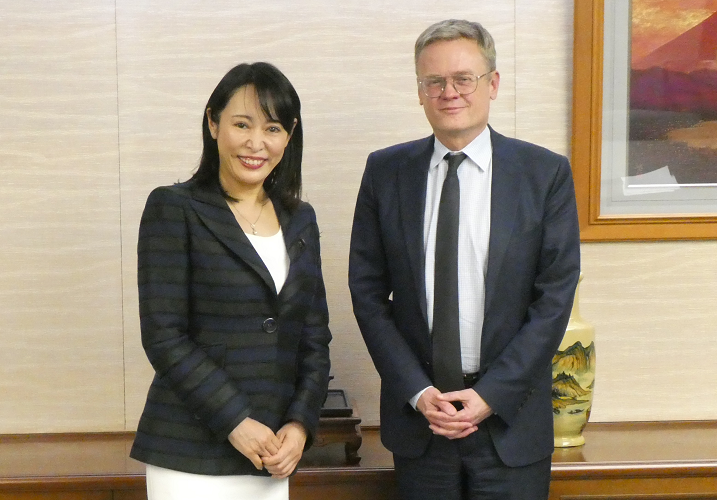 Justice Minister Received a Courtesy Call from Ambassador of the French Republic to Japan