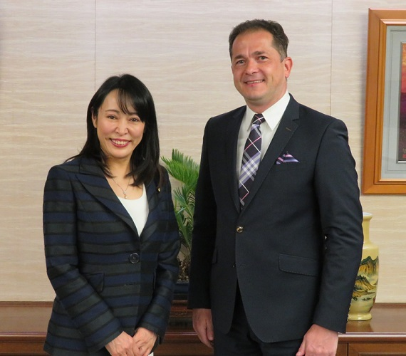 Justice Minister Received a Courtesy Call from Ambassador of Poland to Japan